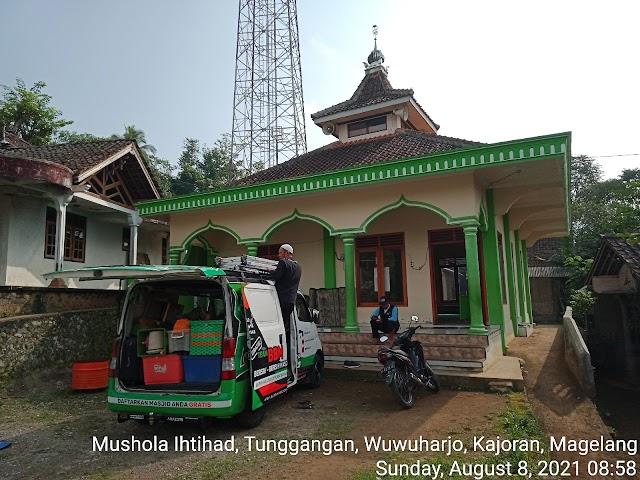 Bersih Bersih masjid di Mushola Itihad, Tunggangan, Wuwuharjo, Kajoran, Magelang