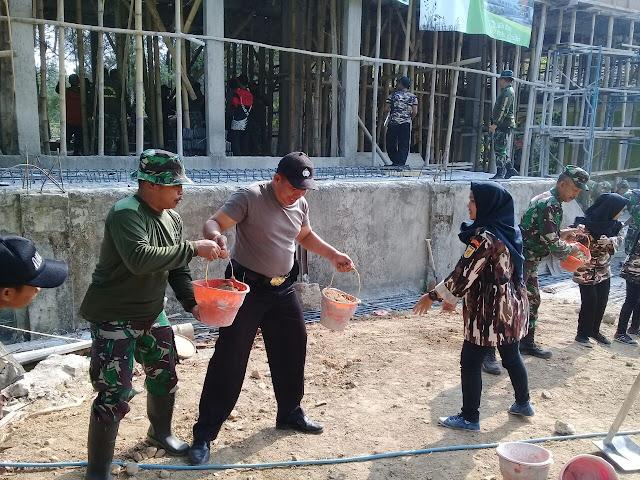 Baksos TNI dan polri di Kembangbelor Pacet