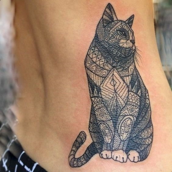 arte_detalhada_do_lado_do_gato_da_tatuagem