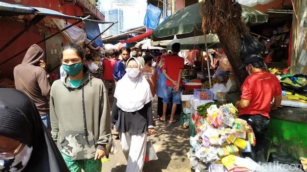 Kata Pengunjung-Pedagang yang Takut Corona tapi Berani ke Pasar