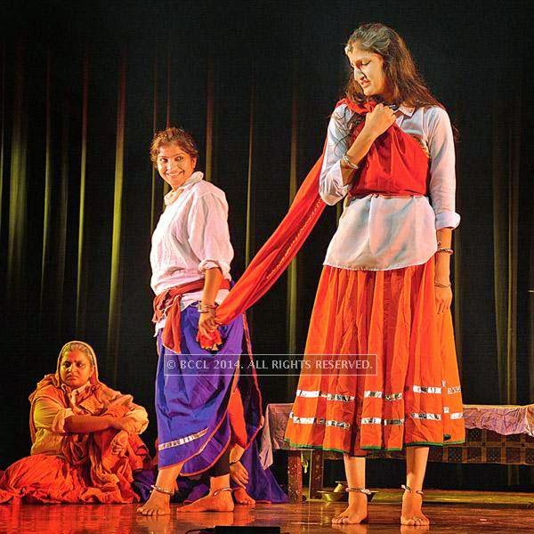 The last day's play Draupadi too witnessed a large audience. The play featured women belonging to a Haryanvi family bring out similarities between Draupadi and today's women. A musical drama, the double meaning dialogues and humorous description of Mahabharata elicited laughter.