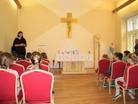 07 Az iskola kápolnájában gyűltek össze az alsó tagozatos tanulók.jpg