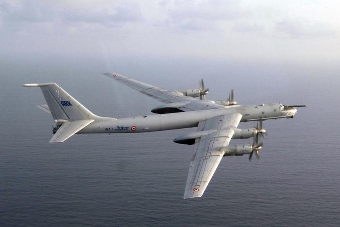Tu-142 - IN317 - Maritime Aircraft - Indian Navy - 01 - TN