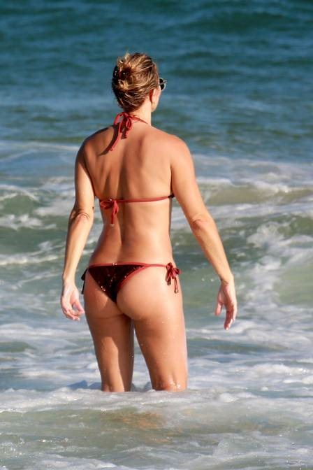xchristine-fernandes-praia-,2844,29.png.pagespeed.ic.oxtu2MgsEE