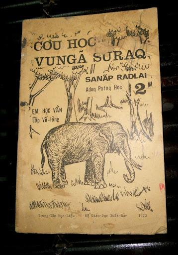 Sách giáo khoa tiểu học cũ - nơi lưu giữ từng trang ký ức DSCN2768