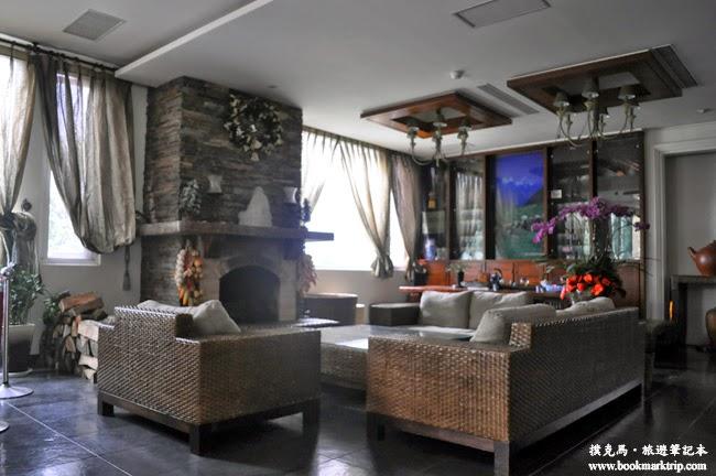 沙里仙溫泉度假村壁爐大廳