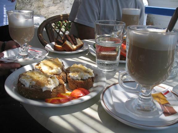 Desayuno en Frou Frou.- Aegilia (Amorgós)