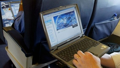 Laptop_on_plane