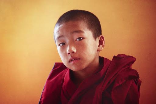 A young Sera Je monk.