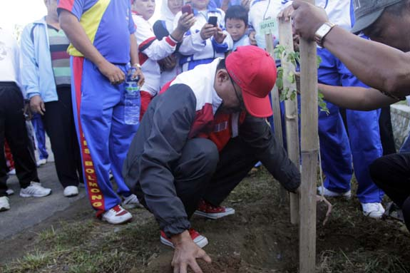 hari kartini 2012, Molibagu, penanaman pohon, jalan sehat, apel kendaraan dinas, Bolsel, Bolaang Mongondow Selatan, Pinolosian, Humas Bolsel