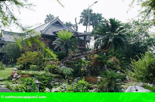 Hình 4: Tiểu cảnh đẹp mê ly trong sân vườn nhà sao Việt