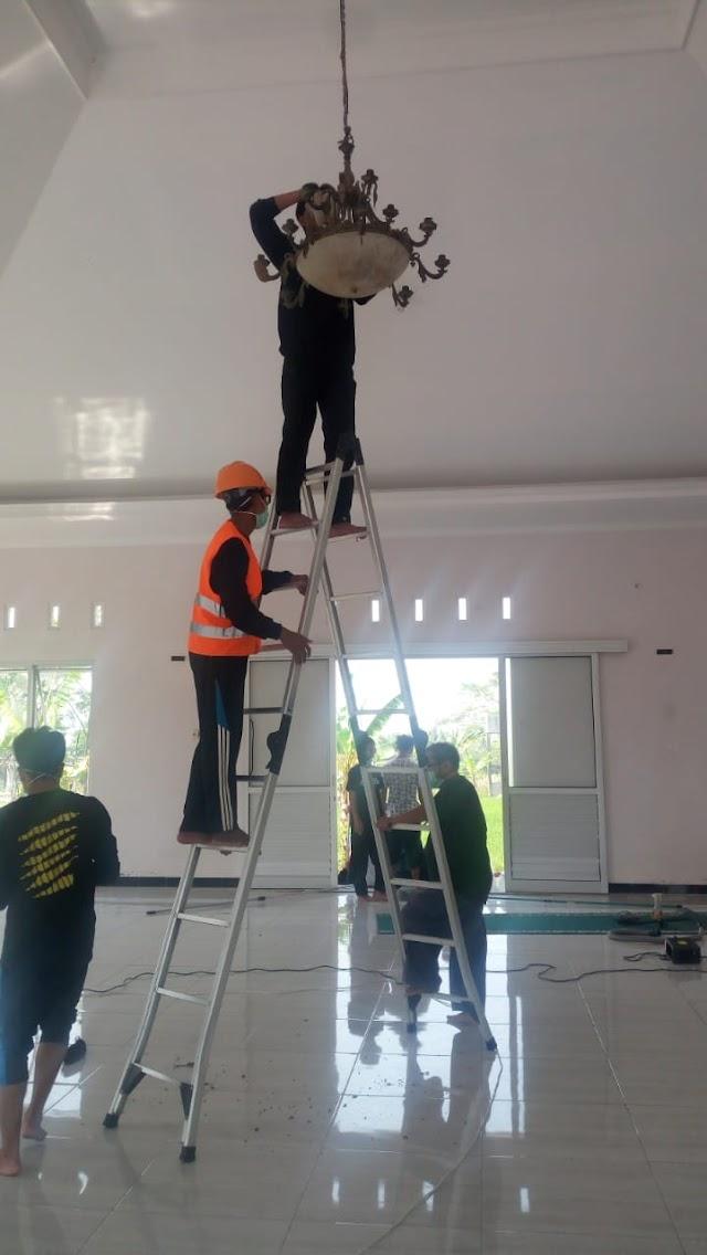 Kegiatan Bersih-bersih Masjid komplek Ponpes Lukmanul Hakim Salamkanci dan Mushola Al Ittihad Dusun Paingan, Desa Trasan, kecamatan Bandongan, Kabupaten Magelang