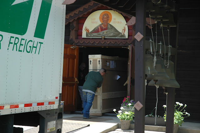 A Pilot Air-Frieght truck arrives to deliver the Icon, which had been shipped from Seattle, WA to Long Island.