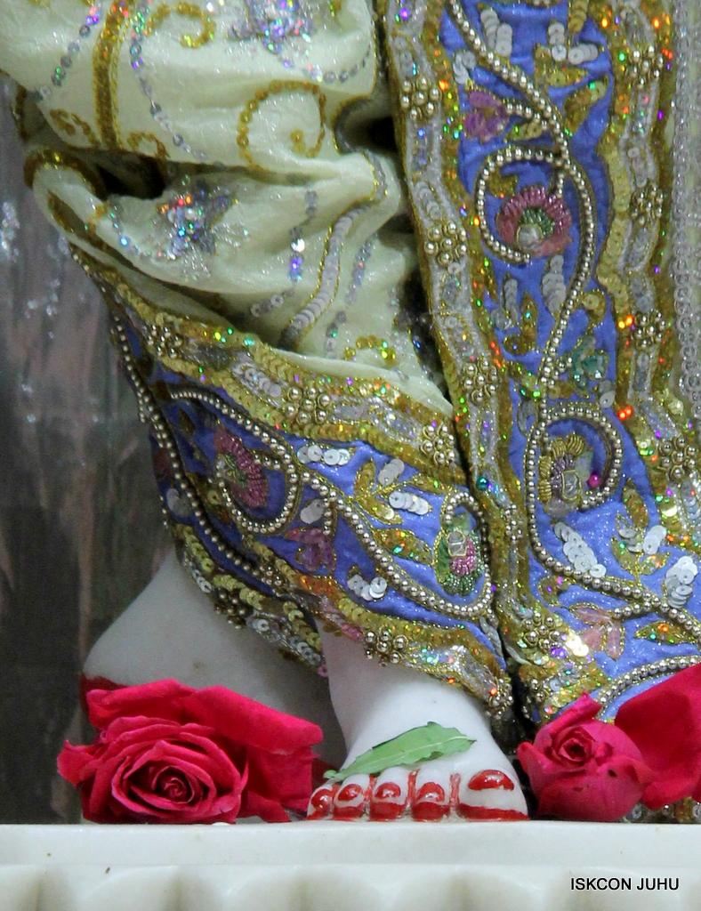 ISKCON Juhu Mangal Deity Darshan on 20th Oct 2016 (31)