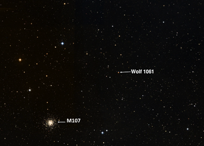 aglomerado globular M107 e a estrela Wolf 1061