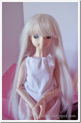Usagi wearing a white Dollzone wig