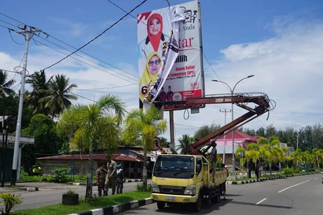 Bawaslu Pariaman Tertibkan APK Pemilu 2019