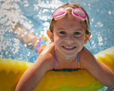 учим ребенка плавать