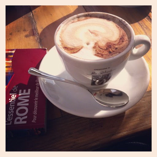 cappuccino & lonely planet Roma