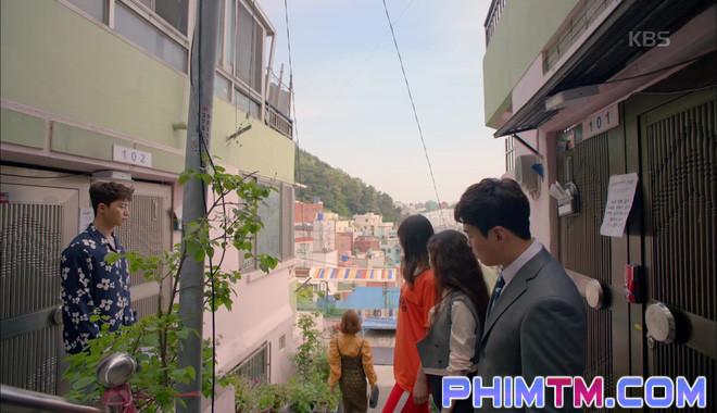 Nổi cơn ghen, Park Seo Joon… áp mặt sát vào Kim Ji Won - Ảnh 16.