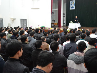 Chủng sinh Phát Diệm gặp mặt và chúc tết Đức cha