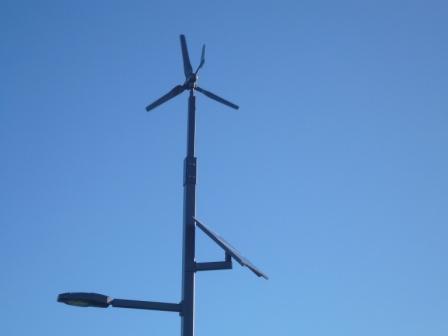 小さい風力発電とソーラー