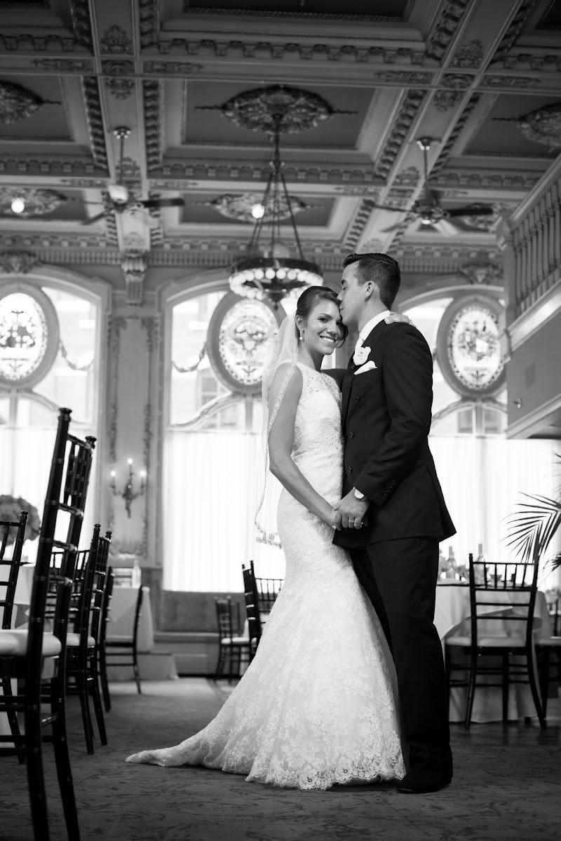 Gregory and Lindsay - Blueflash Photography 284.jpg