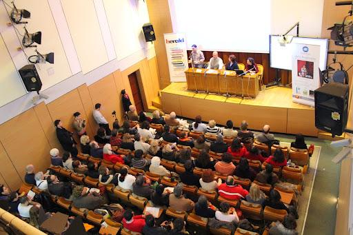 Conferinta SUNDAO: arta respiratiei si muzica vindecatoare - Universitatea Spiru Haret - Sala Studio - Bucuresti 2014