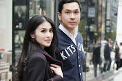 """""""Gue kalau pakai jam ini, minta dikawal polisi sebatalyon. Ngeriii cyin,"""" komentar netizen tahu harga jam tangan suami Sandra Dewi."""