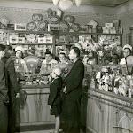 Продуктовый магазин на углу пл. И. Франко и ул. Руставели..jpg