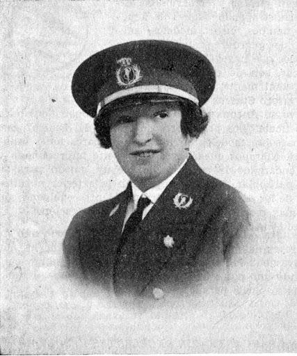 Doña Elisa Soriano Fischer con el uniforme de la Marina Mercante. Oficema. Diciembre 1961.tif
