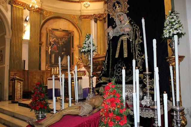Nuestra Señora de los Dolores y el Señor del Sepulcro durante su triduo celebrado en la iglesia de San Pedro.