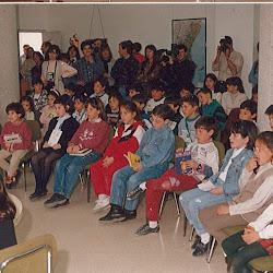 Enric Valor amb els xiquets a Castalla, 1995