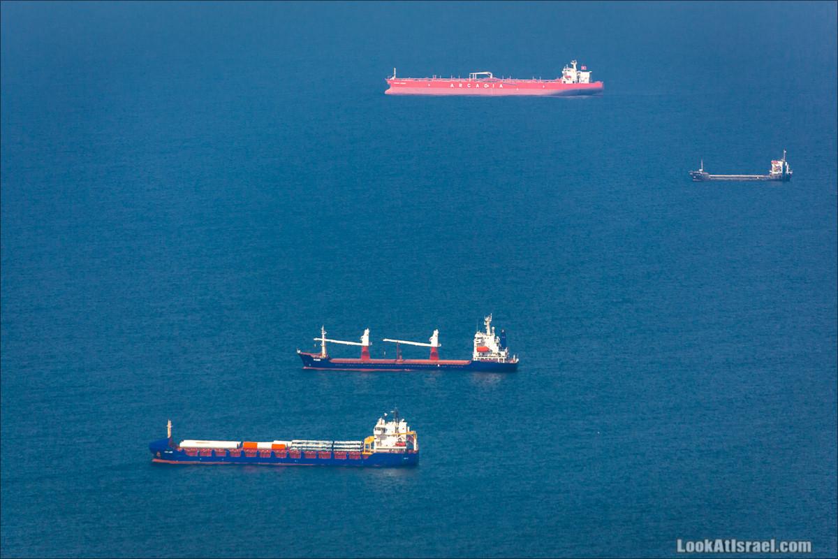 Баржи в Хайфском заливе | LookAtIsrael.com - Фото путешествия по Израилю и не только...