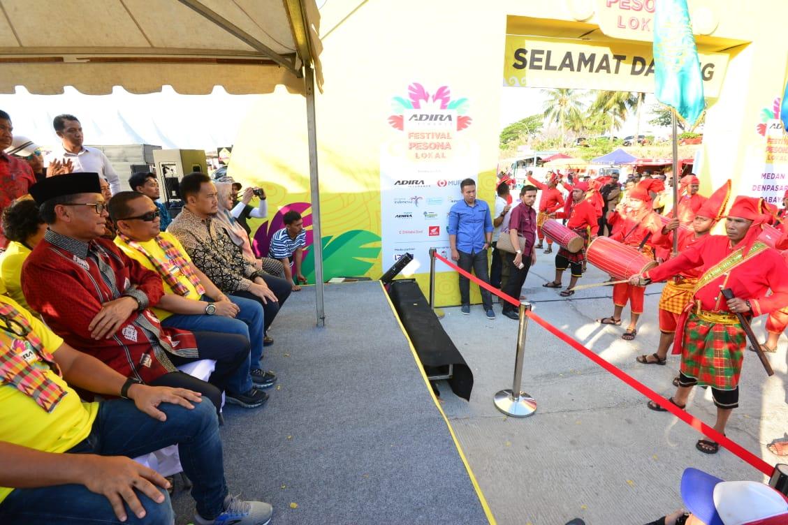 Gubernur Sulsel Hadir Menyaksikan Festival Pesona Lokal dengan Berbagai Kostum Kearifan Lokal di Triple C