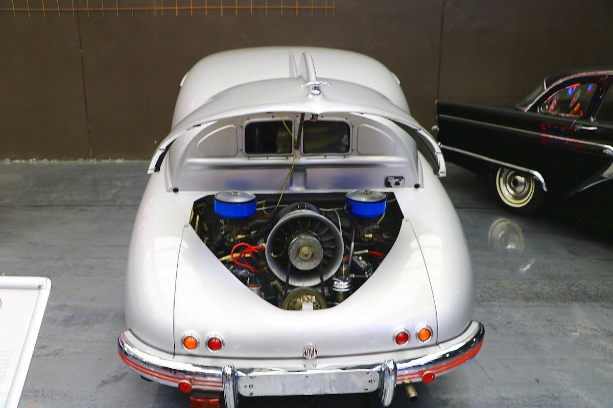 1950 Tatra 600 Tatraplan (02).jpg
