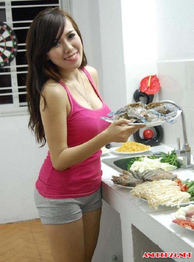 Elly Trần, Angela Phương Trinh, Mai Thỏ cực sexy khi ở nhà