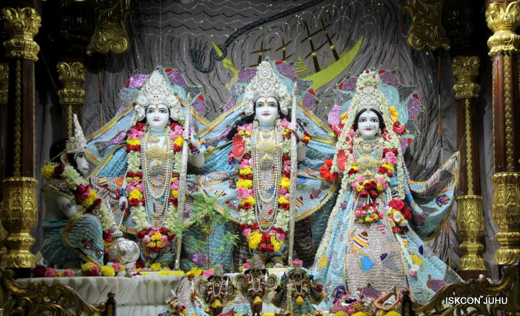 ISKCON Juhu Sringar Deity Darshan on 19th Oct 2016 (41)