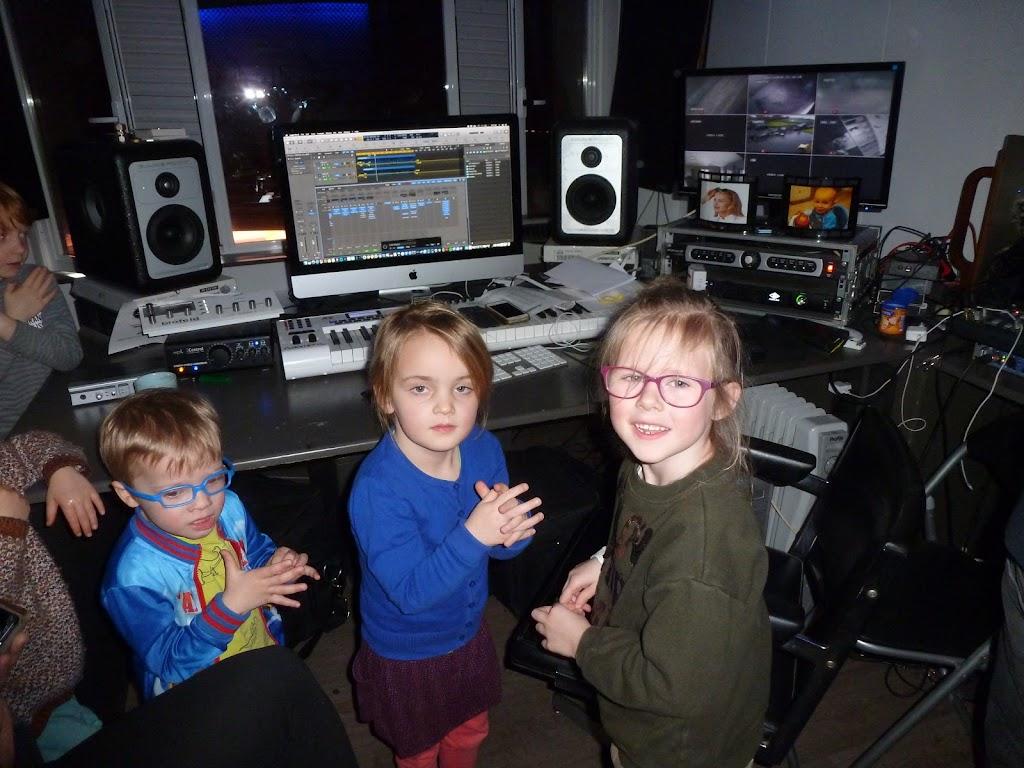 Leefgroep 1 op bezoek in een muziekkamer - P1080949.JPG