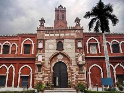 अलीगढ़ मुस्लिम यूनिवर्सिटी में काल बना कोरोना 20 दिनों में 19 प्रोफेसर व चेयरमैन की मौत