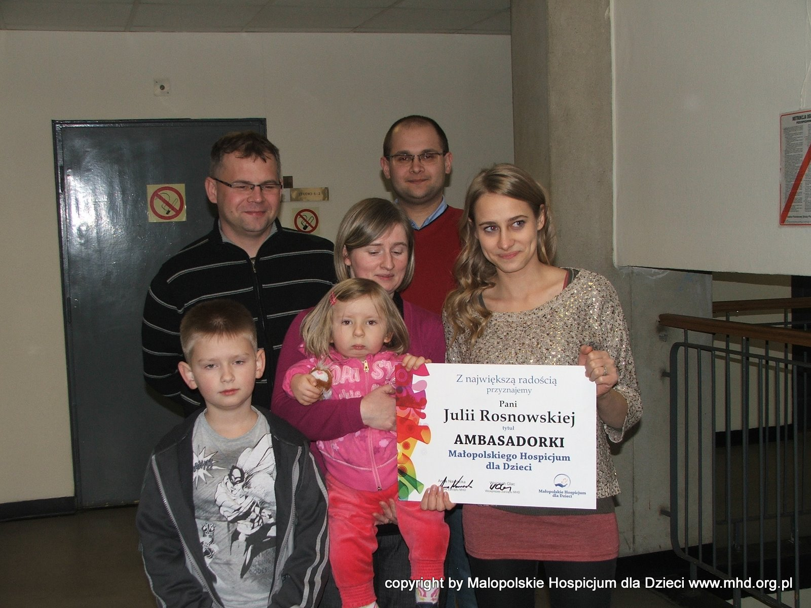Julia Rosnowska wraz z naszą Gabrysią wystąpiły w spocie promującym kampanię Pomóż Budować.  Julia dołączyła do grona Ambasadorów MHD