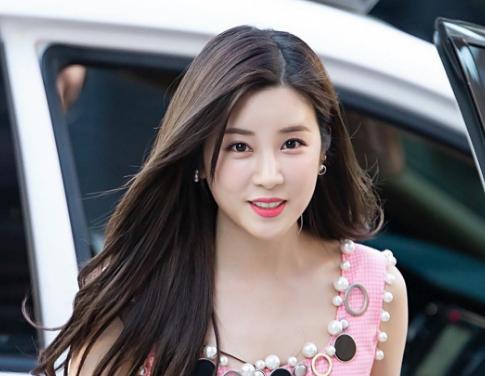 Park Chorong (A Pink)