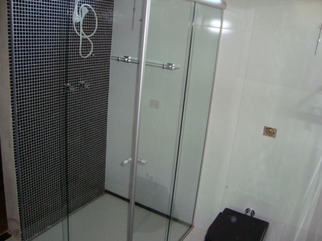 Gabriel Beltrame Arquitetura Banheiro integrado ao quarto -> Banheiro Com Pastilha Na Parede Do Chuveiro