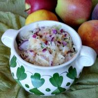 surówka z kiszonej kapusty, jabłek i brzoskwini