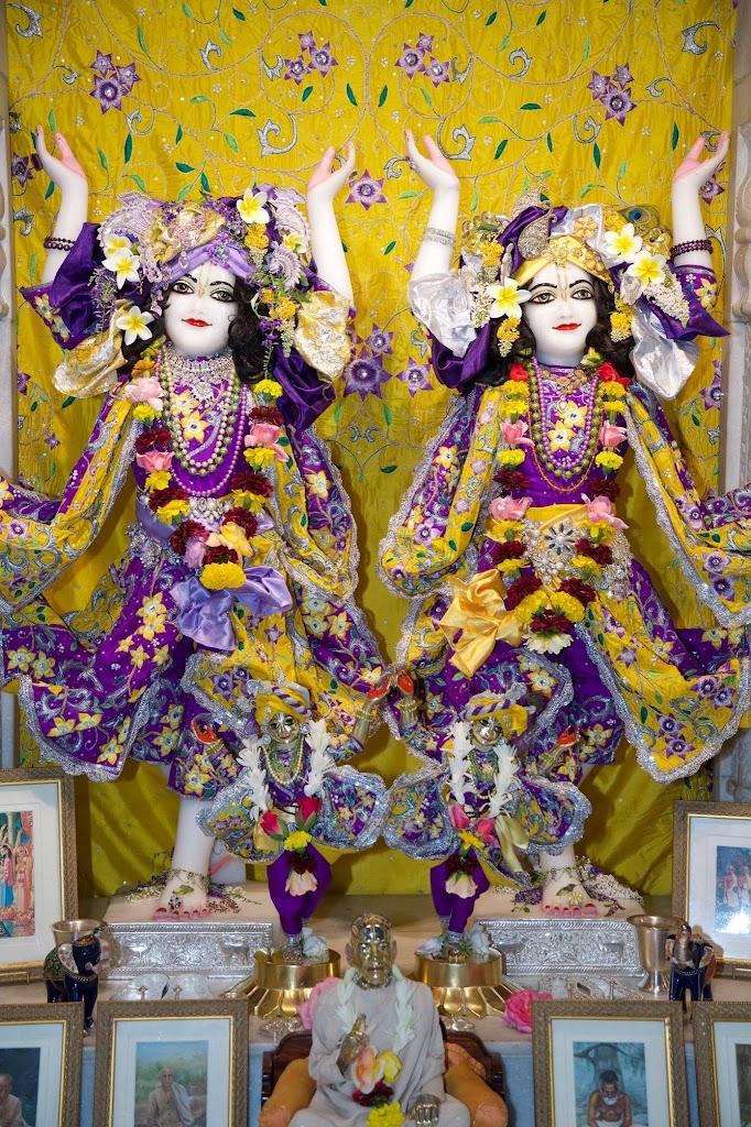 ISKCON New Govardhana Deity Darshan 22 Dec 2016 (58)