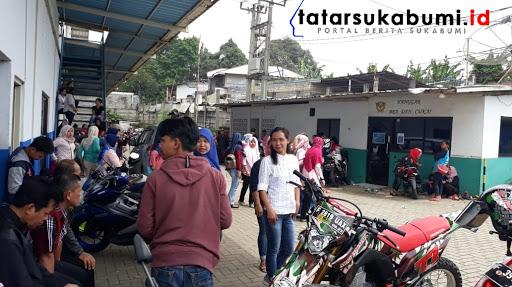 Buruh PT Sentosa Utama Garmindo tagih Gaji yang telat dibayar / Foto : Isep Panji (21/1/2019)