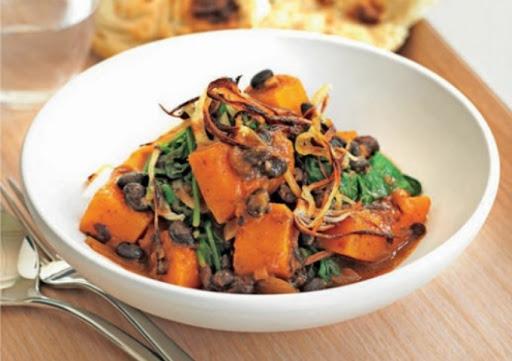 Pumpkin, spinach and black bean dopiaza