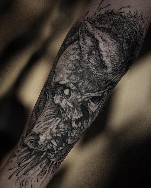 este_incrvel_lobo_e_o_crnio_de_tatuagem
