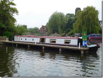 18 moored at fladbury lock