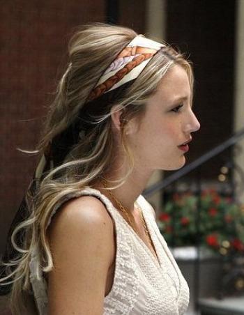 Acconciature capelli lunghi con fascia